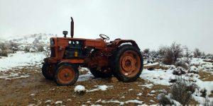 تراکتور و بارش برف روستای گنک